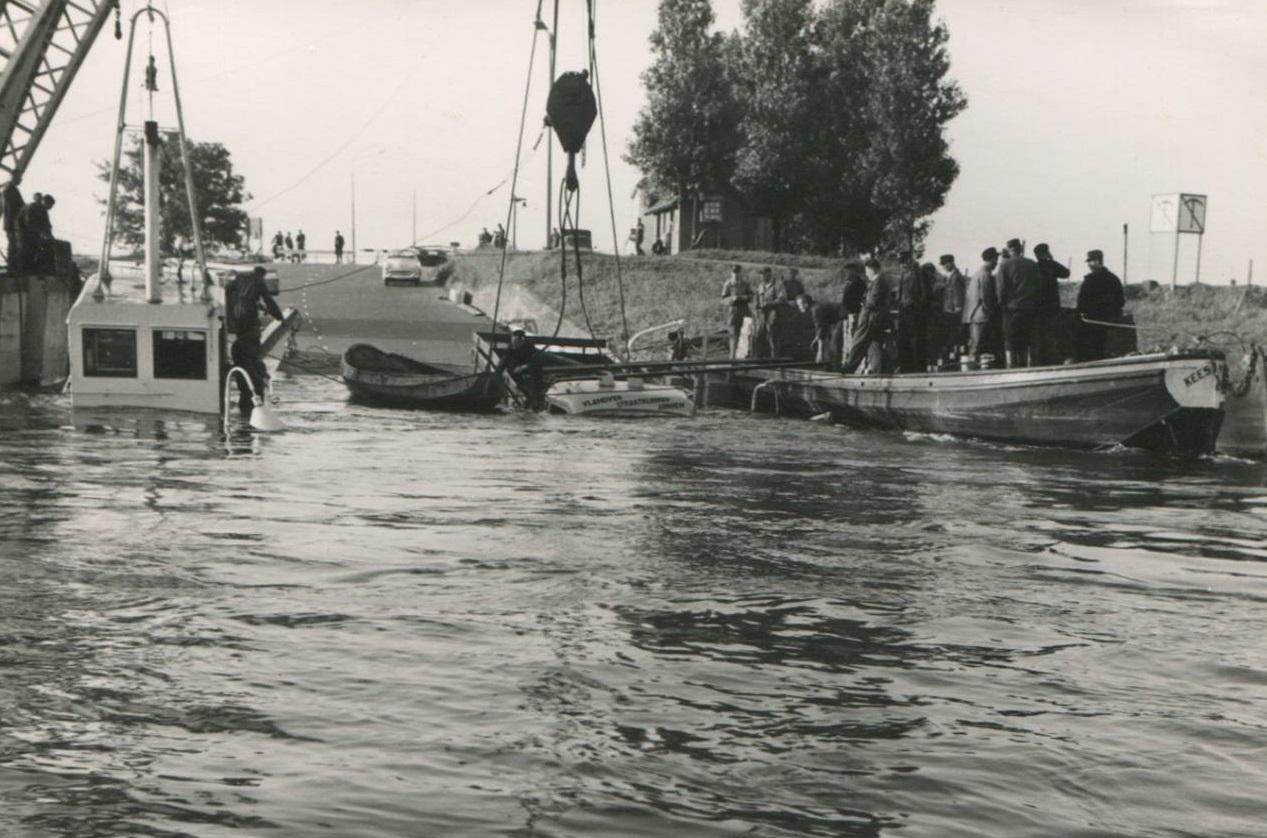 Schade--1957-foto--gemaakt-door-Jac--Rauws-ingezonden-door-Willem-Ruisch-Veerpont-Lexkesveer-Eageningen--Randwijk--1hade-