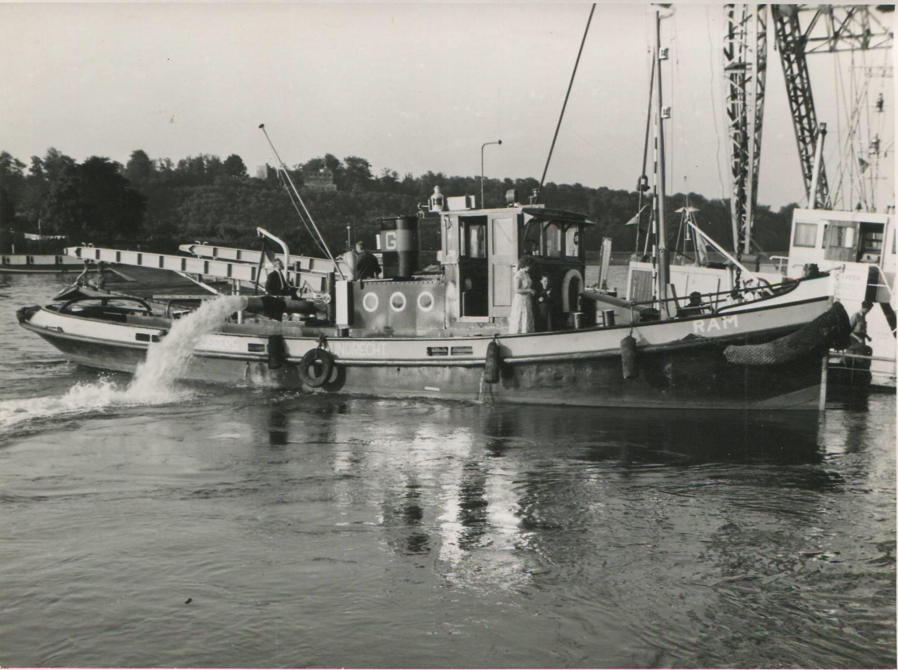 Schade--1957-foto--gemaakt-door-Jac-Rauws-ingezonden-door-Willem-Ruisch-Veerpont-Lexkesveer-Eageningen-Randwijk-1hade-