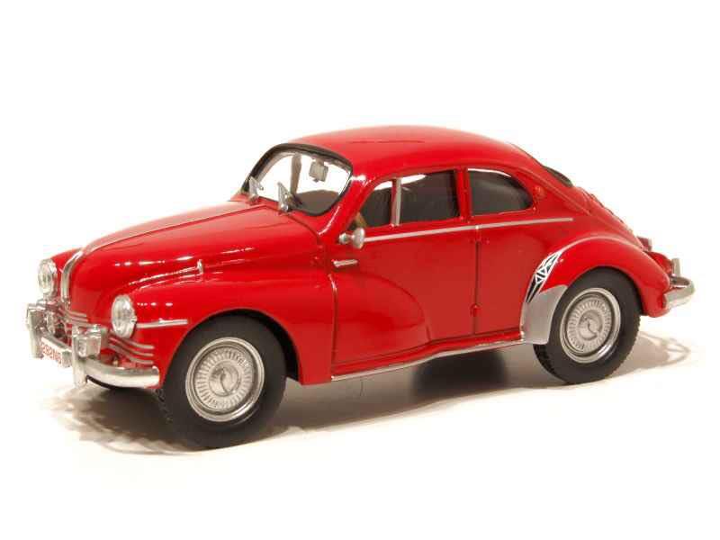 Renault-4CV-coupe-Mouchiro--1