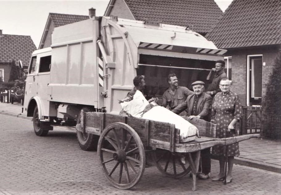 z-Cobes-Pescador---mijn-opa-en-oma-in-putten-begonnen-de-vuilnis-ophaal-dienst-met-een-handkar-en-mijn-ooms-namen-het-daarna-over-met-de-vuilniswagen-ben-ik-ook-nog-vaak-op-mee-geweest-2