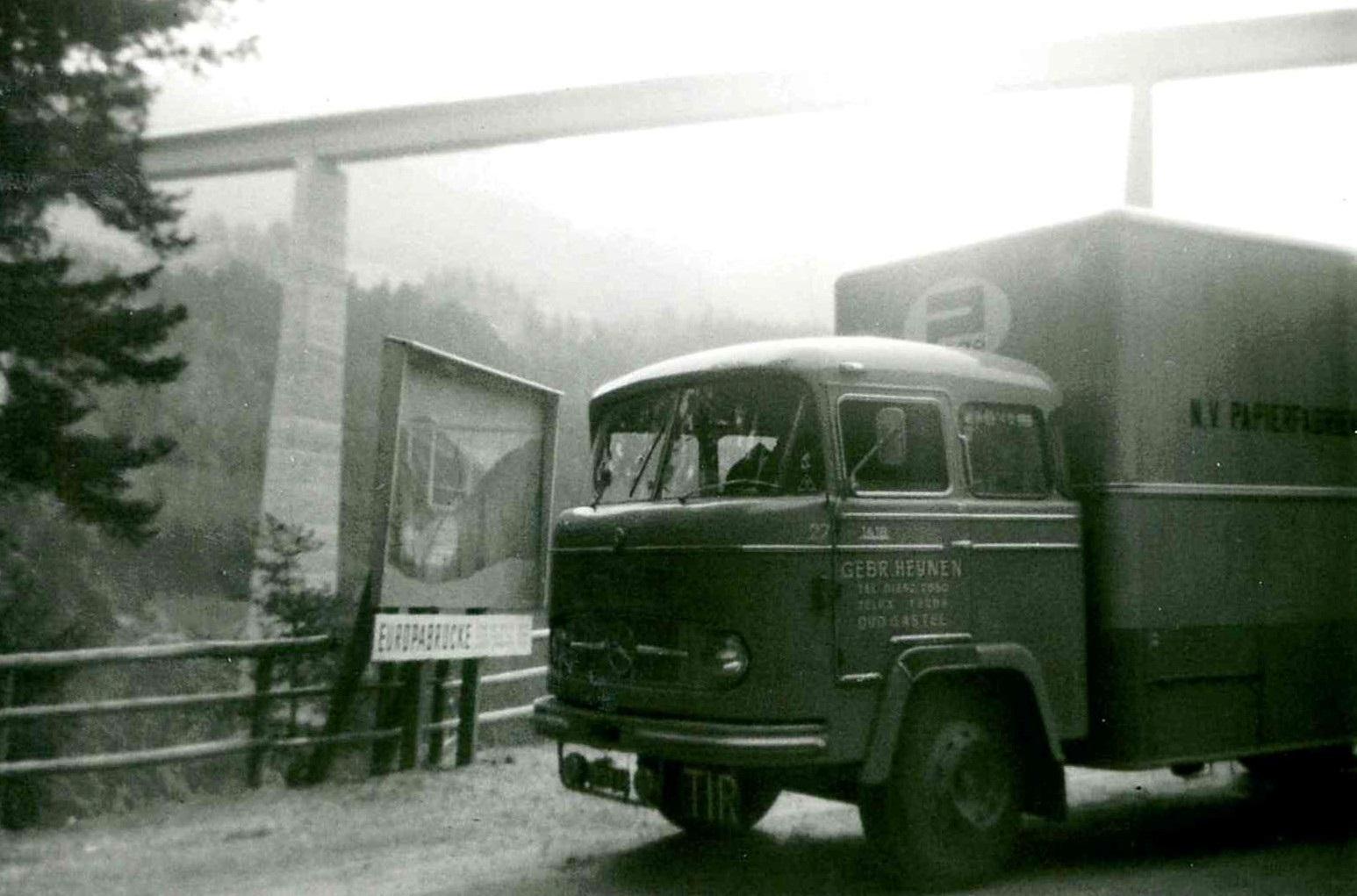 chauffeur-jan-van-hoof--op-weg-naar-italie-nog-over-de-oude-weg--heynen-transport-roosendaal-1965-2