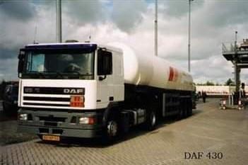 NR-430-DAF-95-van-Eddy-Oly-voor-RTT-Rotterdam-later-in-de-kleuren-van-BOC-gas-chauffeur-jacob-v-d-Linden--daarna-weer-blauw-met-Henk-Vermeulen-in-de-huiven-op-Spanje-2