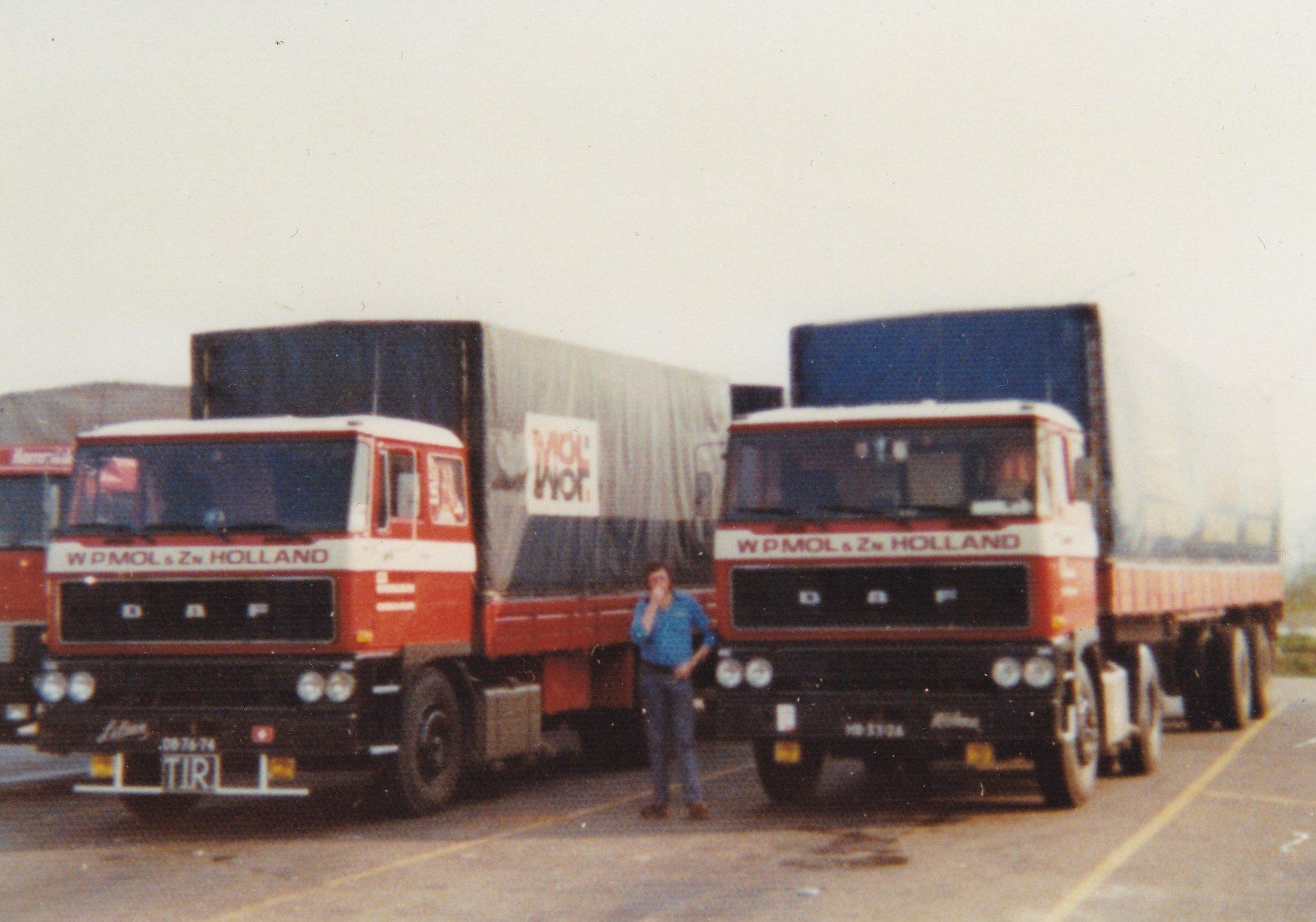 2x-DAF-2800-links-de-DB-76-74-en-rechts-de-HB-33-76--ad-van-der-Mierden-foto