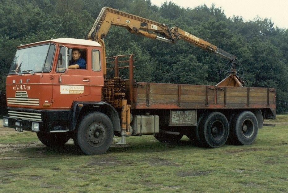 1974-Chauffeur-Frans-Boon-op-de-ginkelseheide-bij-het-40-jarig-bestaan-van-Holland-