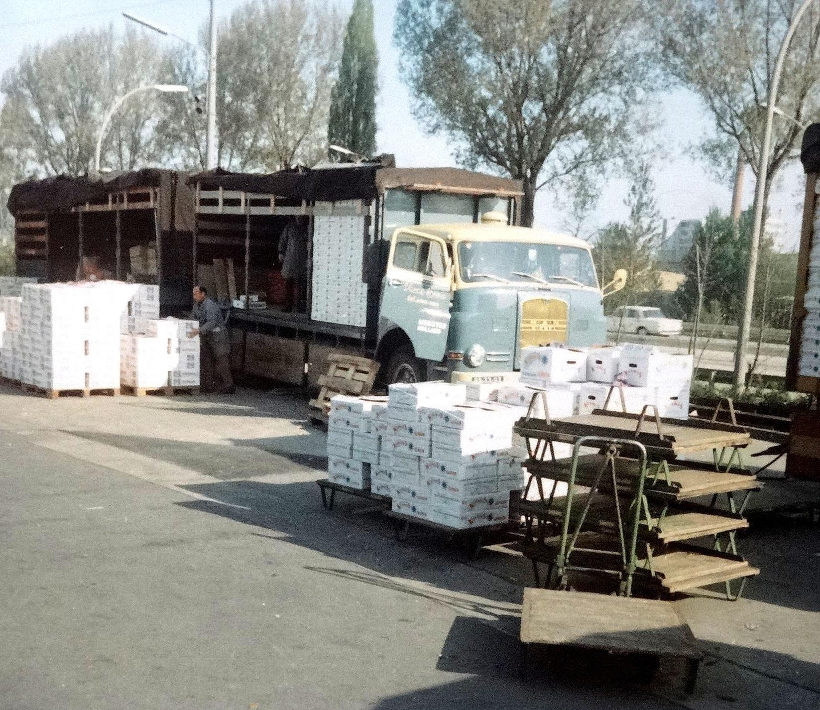 Wim-aan-het-lossen-op-de-Markt-in-Stuttgard