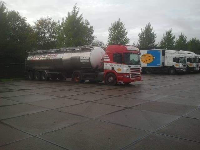 Scania-met-tank-oplegger