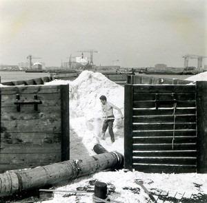 Dat-waren-houten-schuiten-waar-mee-het-houtvezel-vervoert-werd-in-Zaandam-waar-de-houtverweking-veel-afgelegen-in-waterrijke-omgeving-was-chauffeur-de-Goede