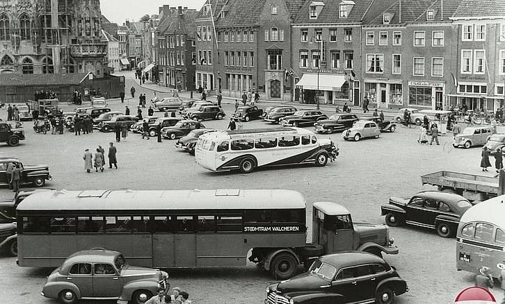Middelburg-1950-met---De-Crosley-s-met-Daf-Verheul-opleggers