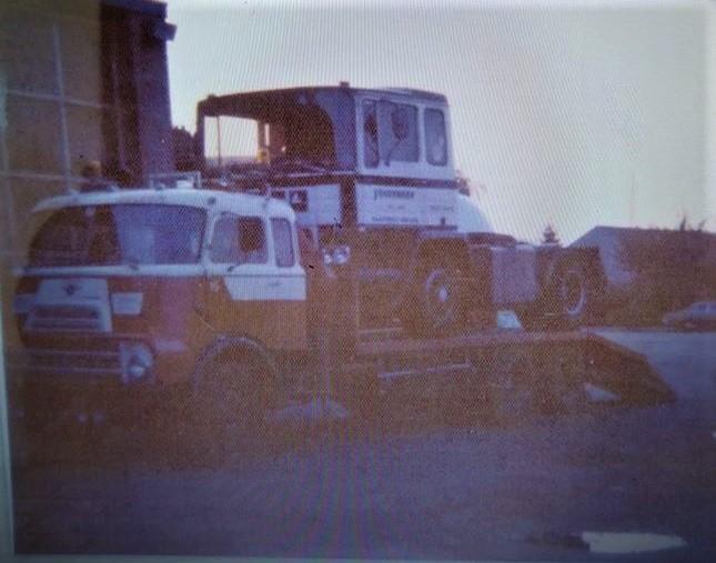 DAF-DO-met-Pegaso--DB-88-53-chauffeur-Gemeno