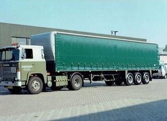 Scania--waar-Jaap-Stigter-RIP--veel-ritten-mee-heeft-gedaan-uit-Gent--naar-de-Botlek-met-vaten-olie-voor-de-B-P