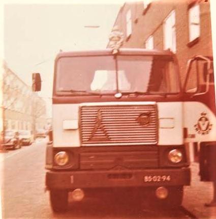 Hans-Van-Elteren--Volvo-waar-ik-op-reed-bij-vd-Lee-Werkhoven--rijdend-voor-Vrumona-1