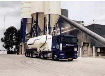 NR-443-DAF-95-XF-van-Danny-Sanders--heeft-Danny-1500000km-mee-gereden-heel-veel-kilootjes-cement-3