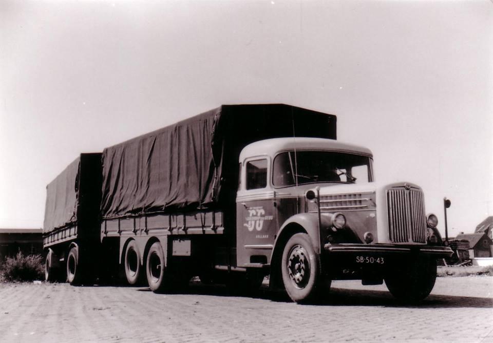 Scania-Vabis-LS-71-1954-met-een-Cabine-van-Roset