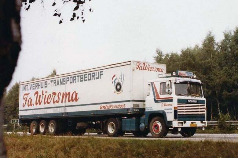 Scania-LB-110-met-Pacton--Heiwo-schuifwanden-oplegger--voor-vervoer-op-Berlijn-en-DDR--rond-1975