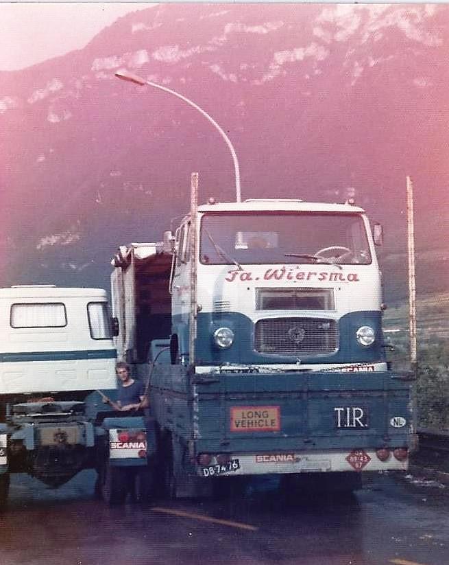 Scania-LB-76-op-repatriering-van-Vipiteno-Italie-op-eigen-semie-dieplader-2-cylinders-hadden-het-begeven-tijdens-rit-via-Brennerpas-naar-Italie-even-de-tanks-overhevelen-in-de-LB-110