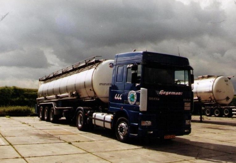 NR-444-DAF-95-XF-van-Eddy-Oly-voor-RTT-Rotterdam-later-Diederik-latex-rijden-vanaf-Beek-Limburg-op-Spanje-en-Engeland-en-Polen-latex-fabriek-aan-de-achterkant-van-DSM-3