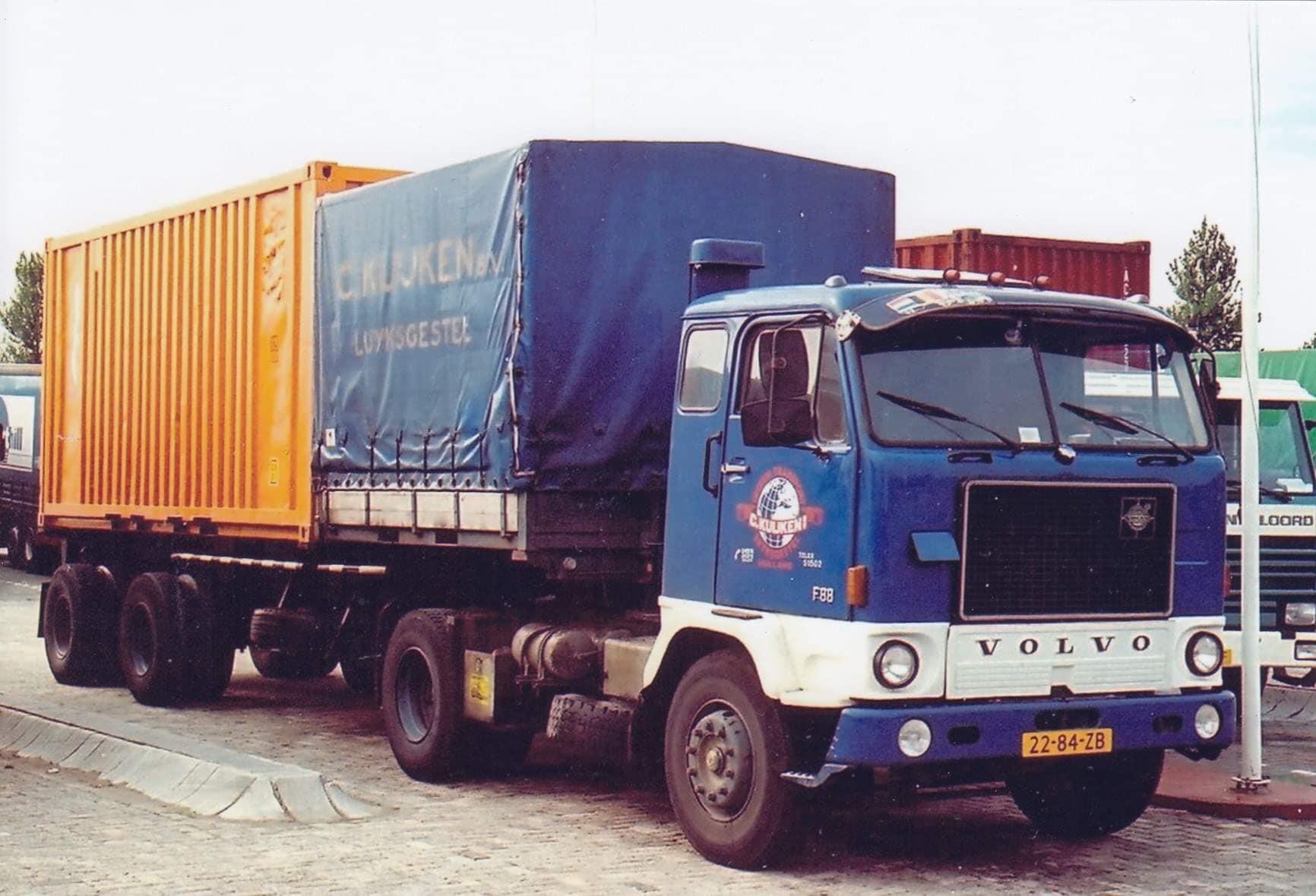 Volvo-f88-22-84-zb-met-deze-oplegger-kon-je-containers-vervoeren-in-combinatie-met-het-huifje-voorop-kon-nog-6-tot-7-euro-pallets-meegenomen-worden