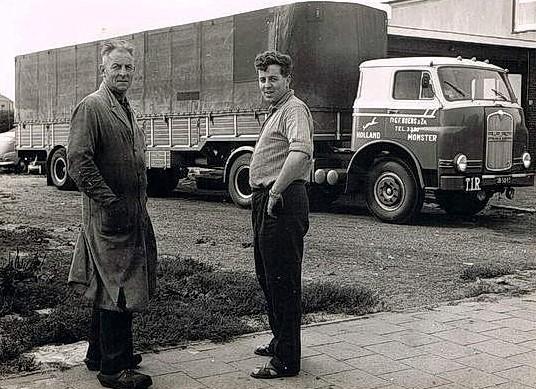 vader-en-zoon-Boers-uit-Monster--Opa-Gerrit-en-ome-Piet-aan-de-Rijnweg
