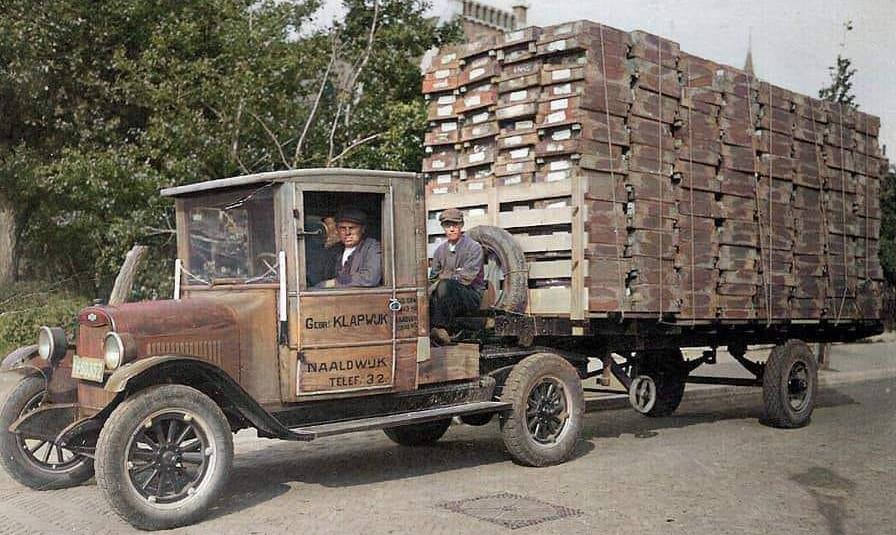 Oud-oom-Gerrit-Klapwijk-achter-het-stuur