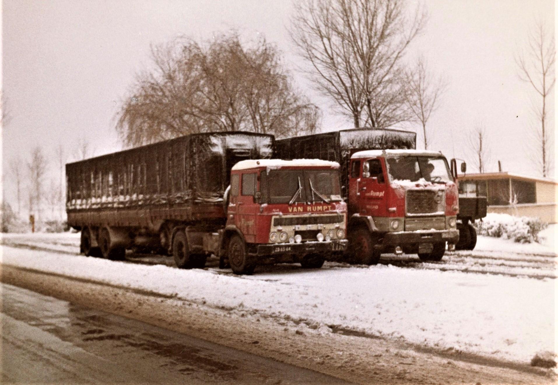 Daf-ZB-65-64-Dingeman-Geelhoed--Volvo-BB-51-51-Aren-Koningswoud--op-weg-naar-midden-Oosten-2