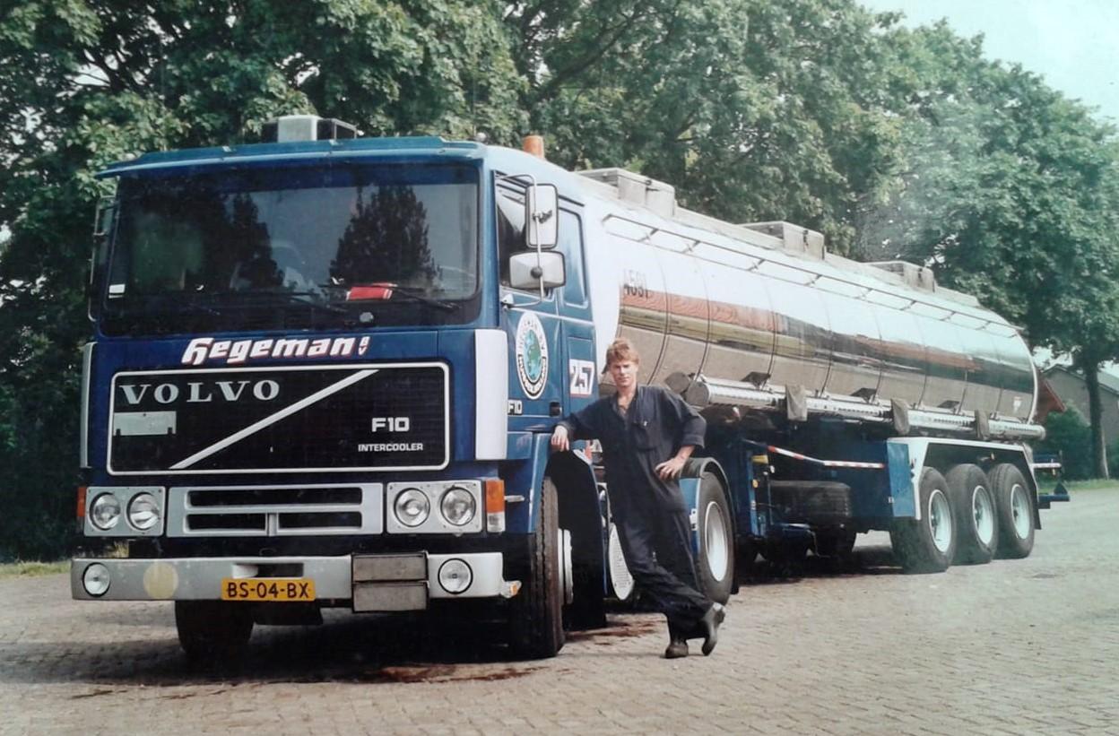 NR-257-Volvo-F10-BS-04-BX-Danny-Sanders-in-de-hoeve-1986-daar-is-het-los-gebarsten-
