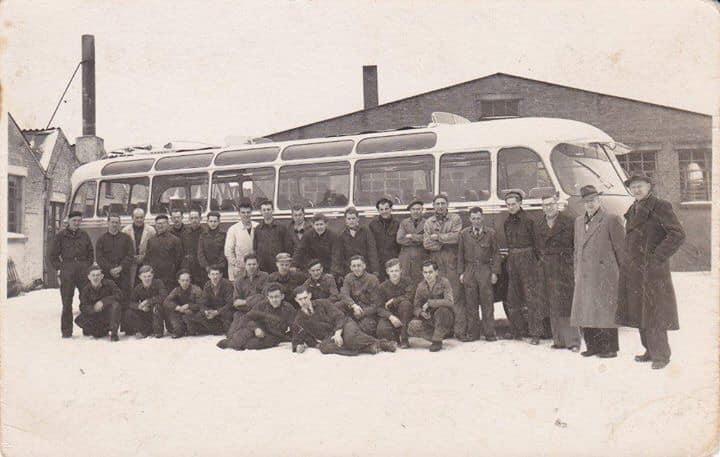 24-februari-1955-de-eerste-Bova-bus-onder-de-directeuren-Berkhof-en-Heij