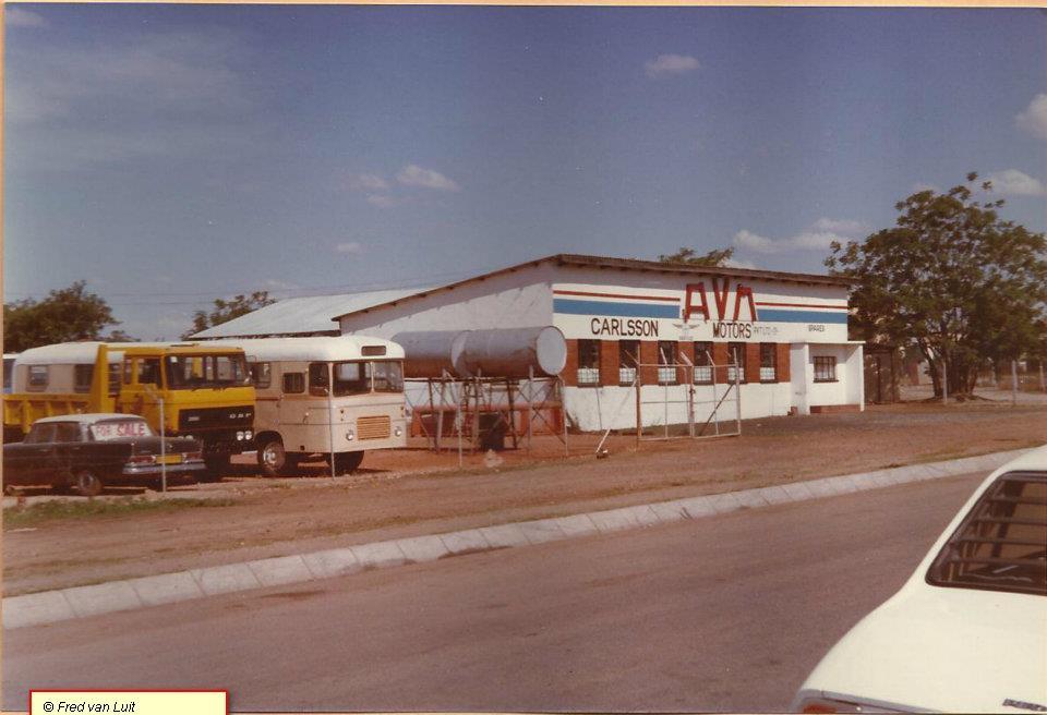 AVM-dealer-Carlson-motors-Gweru--Zimbabwe-met-FA-2100-DH-en-AVM-bus-met-DF-615-motor--29-10-1983