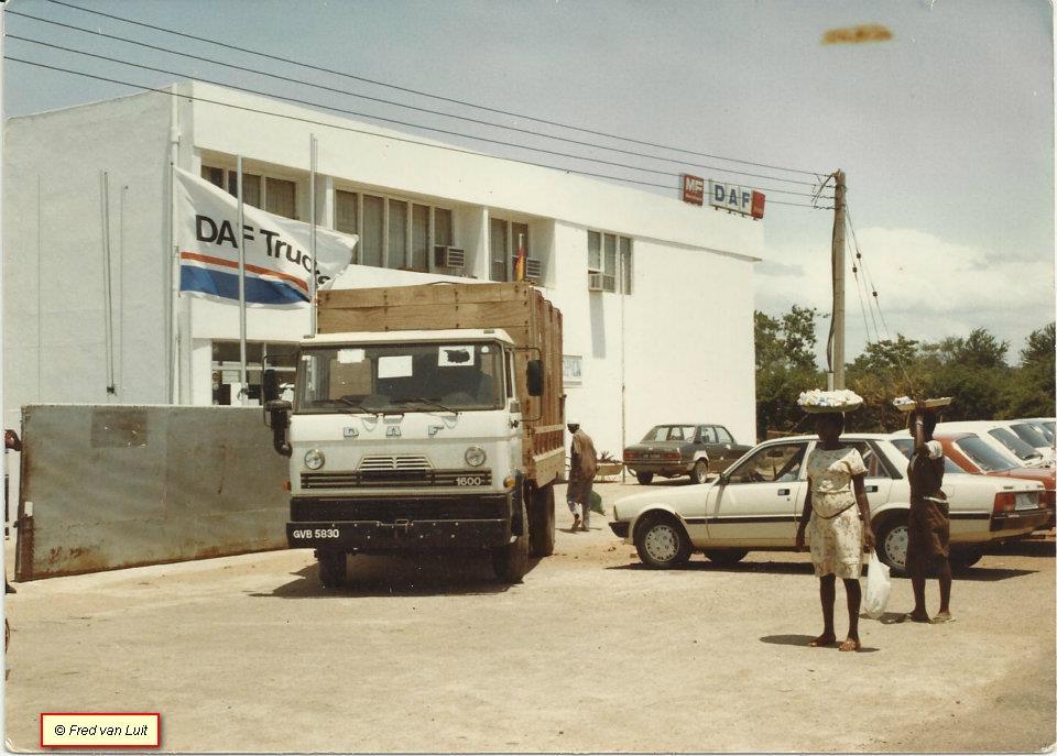 DAF--FA-1605-DF-met-lokale-houten-body--Genomen-bij-de-DAF-importeur-Accra--Ghana-01-1985