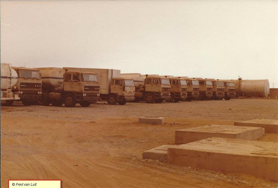 DAF-FTT-3305-DKS-en-FA-1605-DF-werkplaats-truck--8-van-de-42-trekkers-en-brandstof-opleggers-geleverd-aan-MISR-Petroleum-toendertijd-de-staatsolie-maatschappij-van-Egypte-Cairo-Egypte-05-1988-1