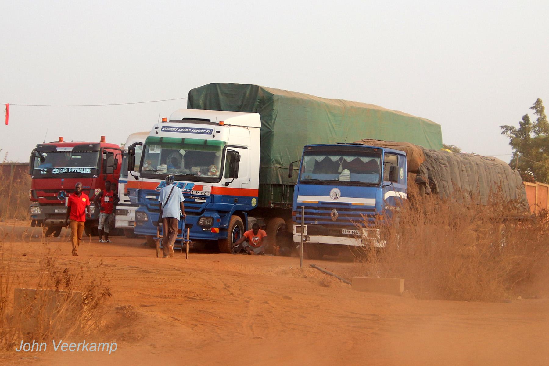Bij-Ferke-in-Ivoorkust--22-februari-2020--De-wagen-heeft-een-kenteken-uit-Burkina-Faso-