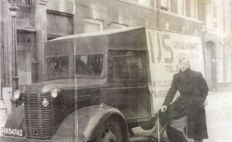 Mijn-vader-voor-de-ijspalen-auto-rond-54--Ed-Angevaare-archief--austin-