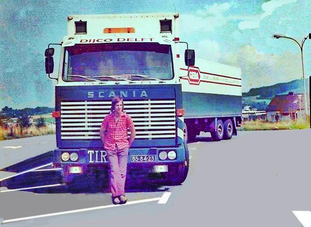BS-84-23-Denk-de-eerste-Geba-auto-die-in-de-kleuren-van-DIJCO-is-gaan-rijden-met-overbekende-en-vriendelijke-Hannes-Oosterveen-voor-de-auto