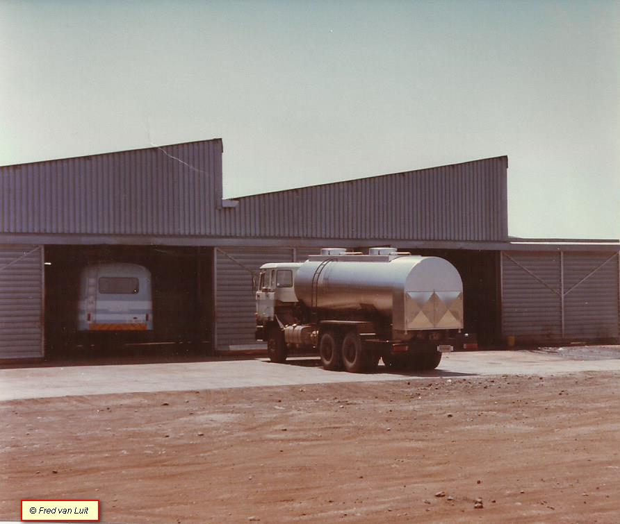 DAF--FAT-3305-DKS-van-Zimbabwe-Dairy-Board--Bij-AVM-Harare--Zimbabwe-10-1983