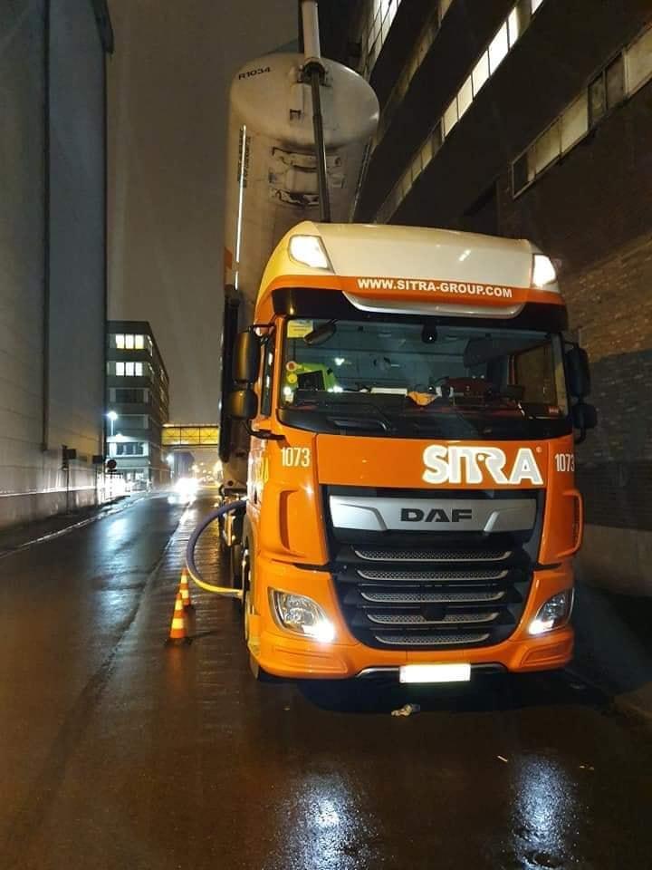 DAF-NR-1073-gelijk-aan-het-werk-Lorenzo-Verstraete-zijn-wagen