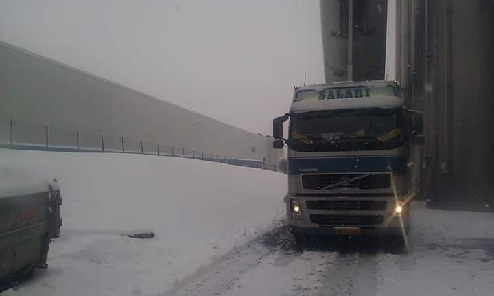 Volvo-in-de-sneeuw