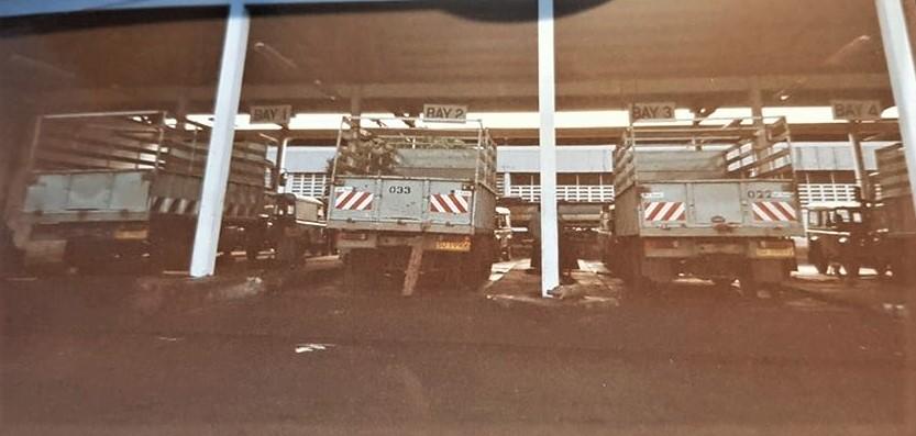 DAF-100-FA-1605--in-Tanzania-met-houten-opbouw-voor-de-katoen-industrie--2