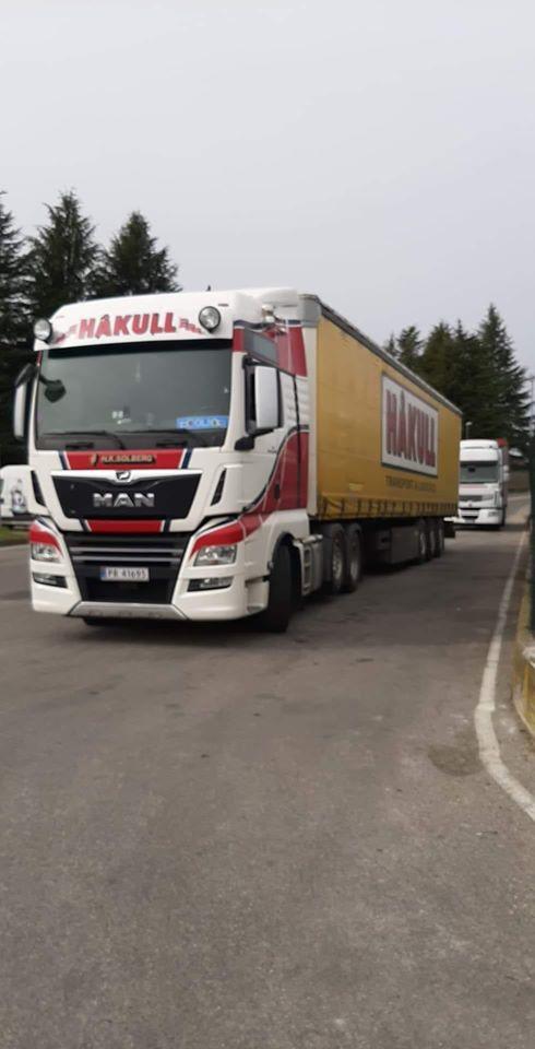 auto-in-Italie-wacht-op-de-lading--Olafur-Jonsson-27-2-2020