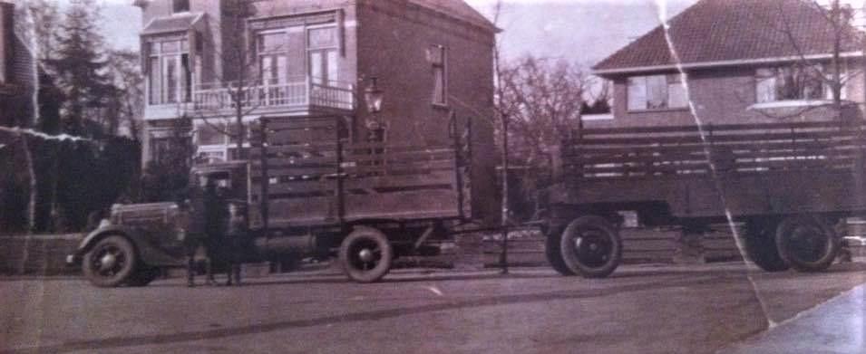 Mijn-opa-F-Thies-uit-Assen-eerste-kenteken-afgegeven-in-1920-en-nog-steeds-rijd-de-familie-met-vrachtwagens-over-de-weg--Frans-Archief--1