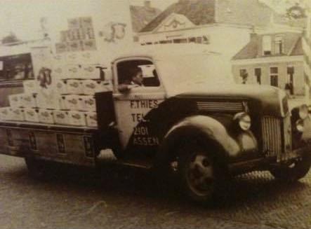 Mijn-opa-F-Thies-uit-Assen-eerste-kenteken-afgegeven-in-1920-en-nog-steeds-rijd-de-familie-met-vrachtwagens-over-de-weg--Frans-Archief--2