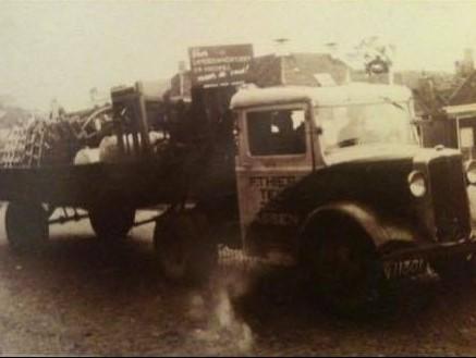 Mijn-opa-F-Thies-uit-Assen-eerste-kenteken-afgegeven-in-1920-en-nog-steeds-rijd-de-familie-met-vrachtwagens-over-de-weg--Frans-Archief--3