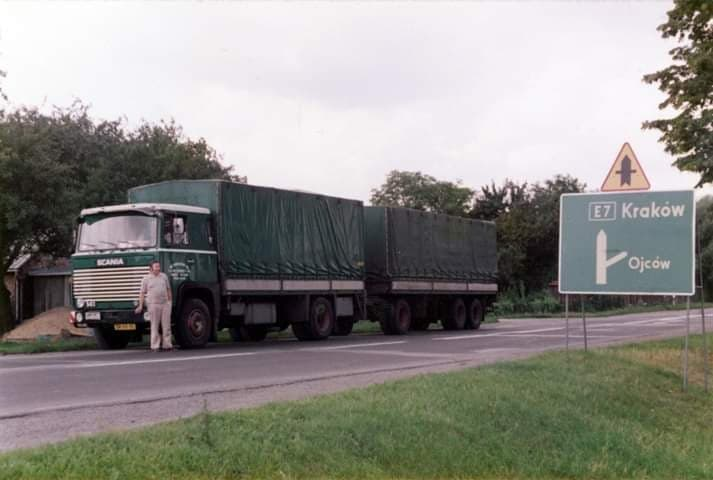 Chauffeur-Jeu-Dorsers-met-zijn-dikke-sigaren-Math-Keijsers-foto-Scania-in-Polen