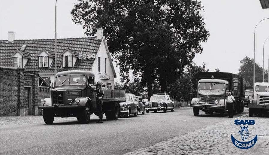 1958-Krupp-Mustang--het-kenteken-is-NB-32-72-chauffeur-Henk-van-Rossen-oude-grens-Wernhout-Wuustwezel-1958-links-cafe-de-vrede-