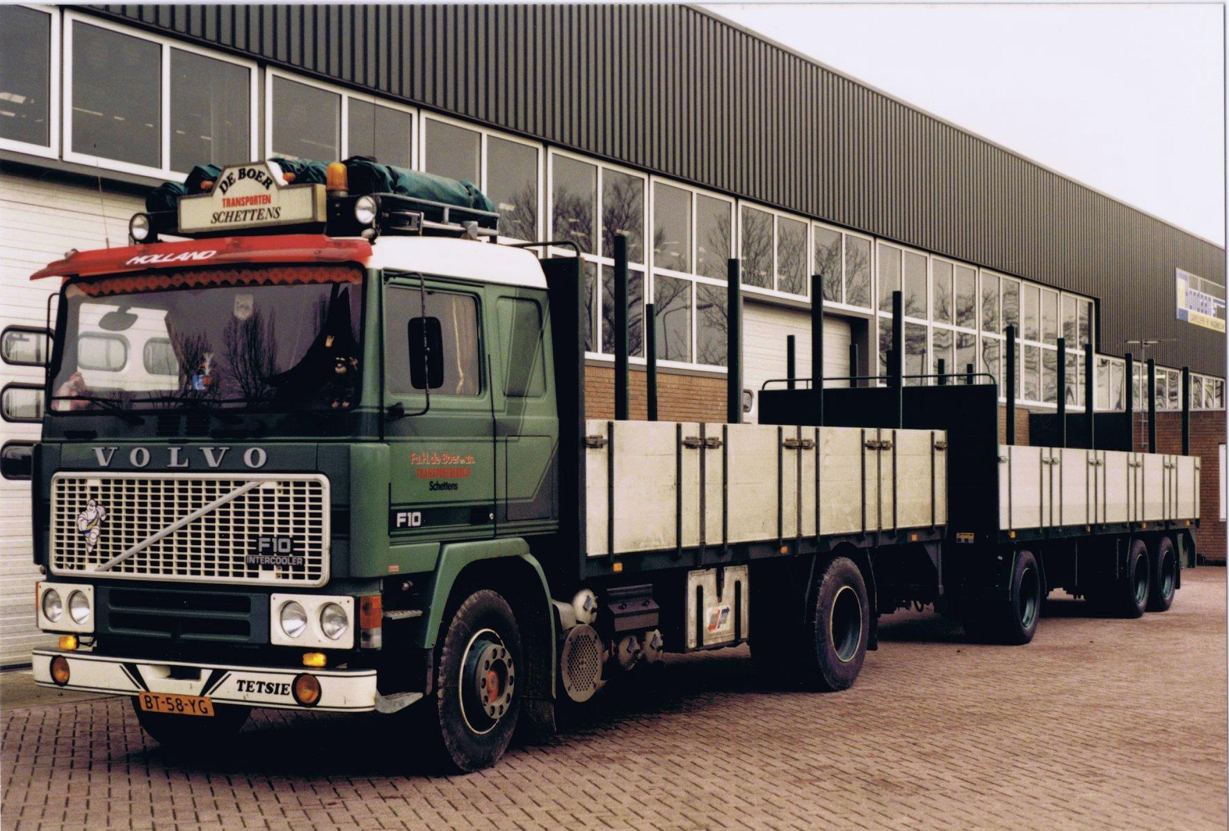 Volvo-F10-en-een-RAF-Tandemas-aanhangwagen-zijn-door-Rondaan-in-Berlikum-voor-Fa--H.De-Boer-Transportbedrijf-uit-Schettens-Lolle-Rondaan-foto-1