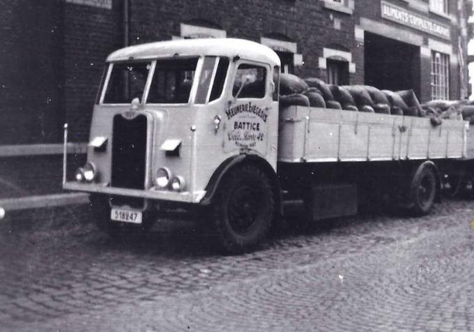 Guy-truck--van-Meunerie-Liegeois-te-Battice-omstreeks-1950