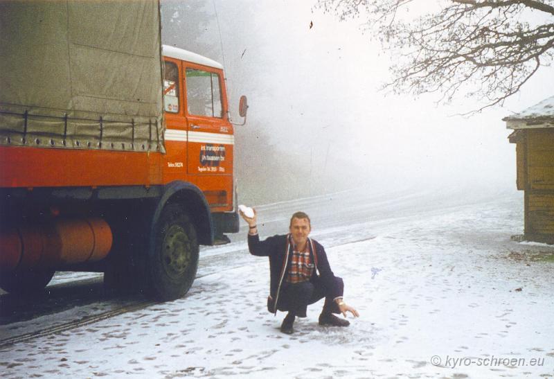 Hans-aan-het-sneeuwballen-gooien-