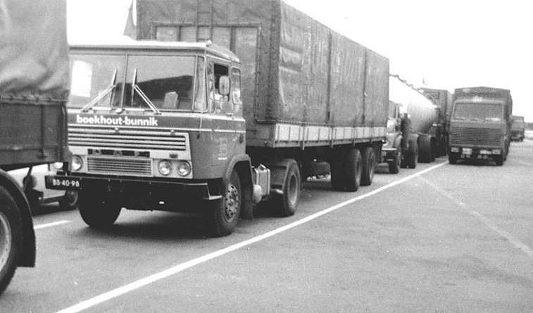 DAF-2600-Met-een-vracht-aardappels-wachten-op-de-boot-naar-Zweden-Thomas-van-Scherpenzeel