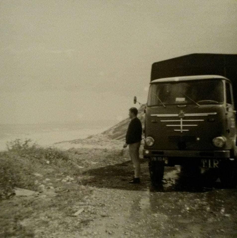 Bussing-Pap-en-Mam-samen-in-Frankrijk-archief-Rob-Van-Oijen-1