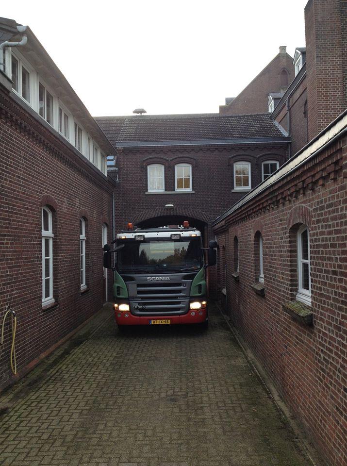Scania-bij-het-klooster-in-Steyl-
