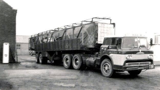 Mack-6X4-met-Ford-kantelcabine--Gerrit-Boers-archief