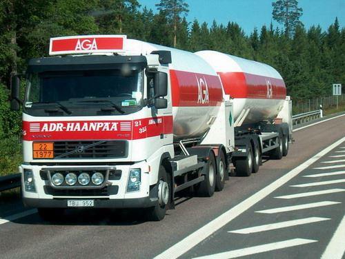 Volvo--ADR-Haanpaa-voor-AGA